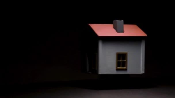 Spinning modell ház fekete háttér és a nagy kontraszt.