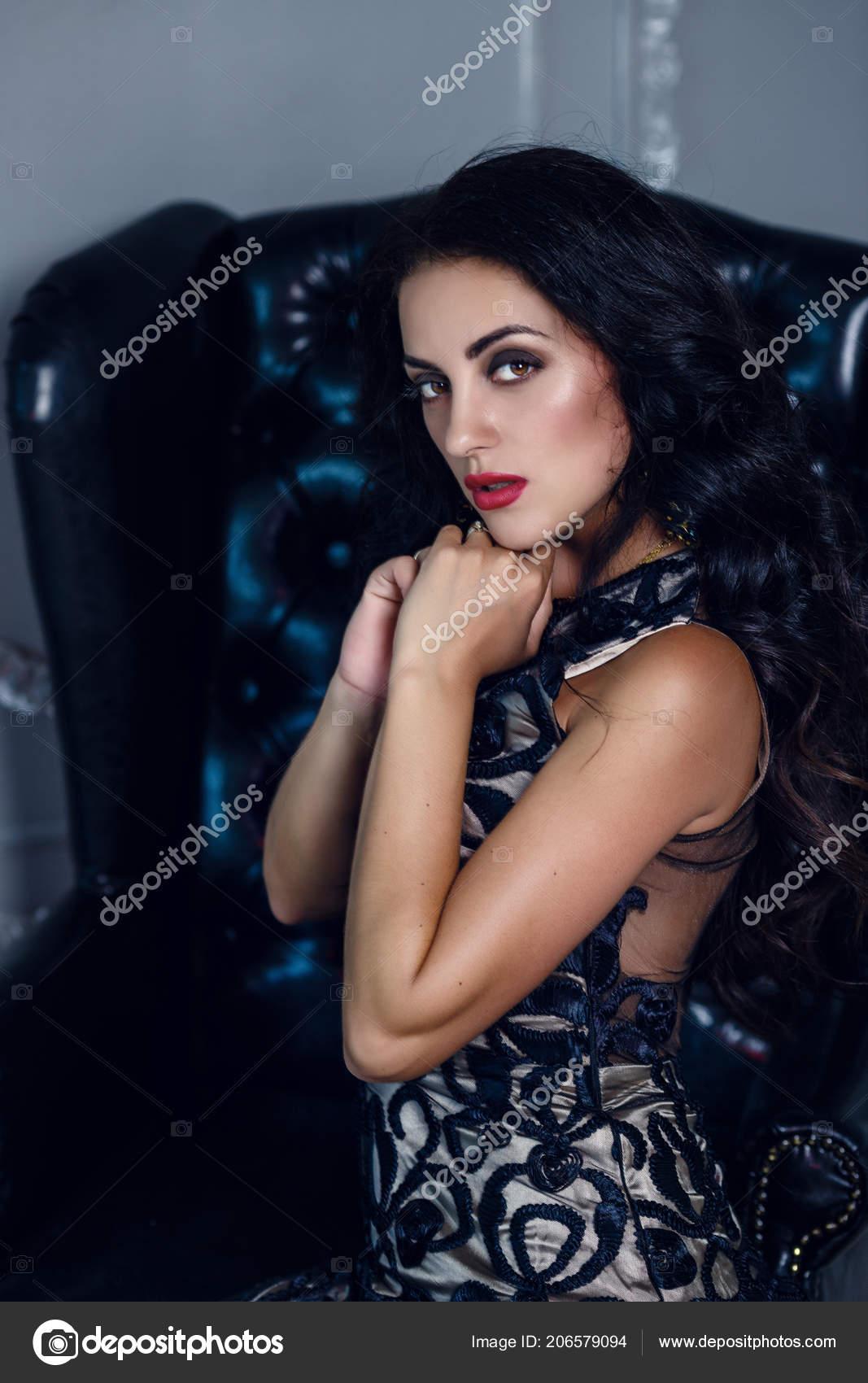 82ecc6566680 Elegante Mujer Morena Sexy Vestido Moda Posando Modelo Chica ...