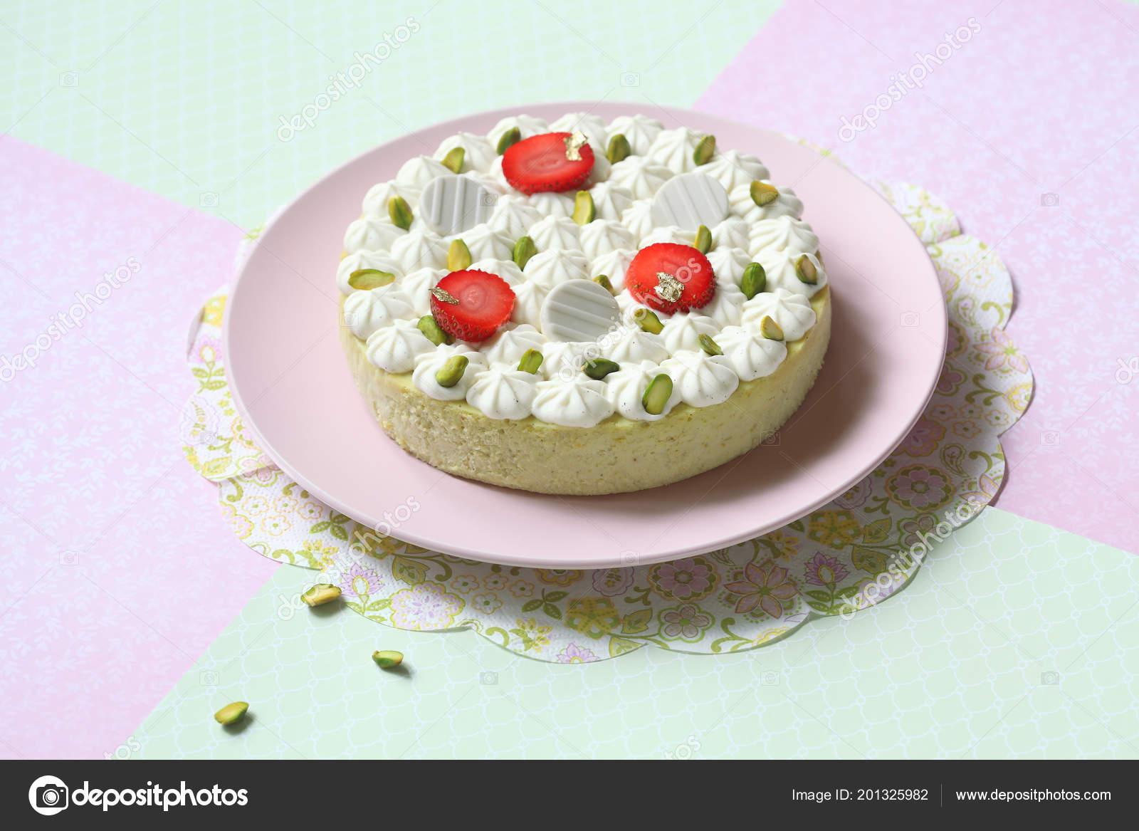Cheesecake Pistacchio Con Crema Vaniglia Diplomatico Sfondo Verde