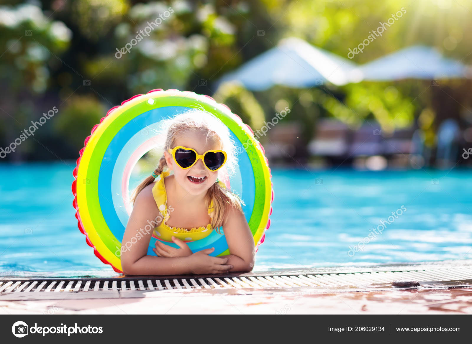 ba9ee3c2cf Child Goggles Swimming Pool Little Girl Learning Swim Dive Outdoor — Stock  Photo