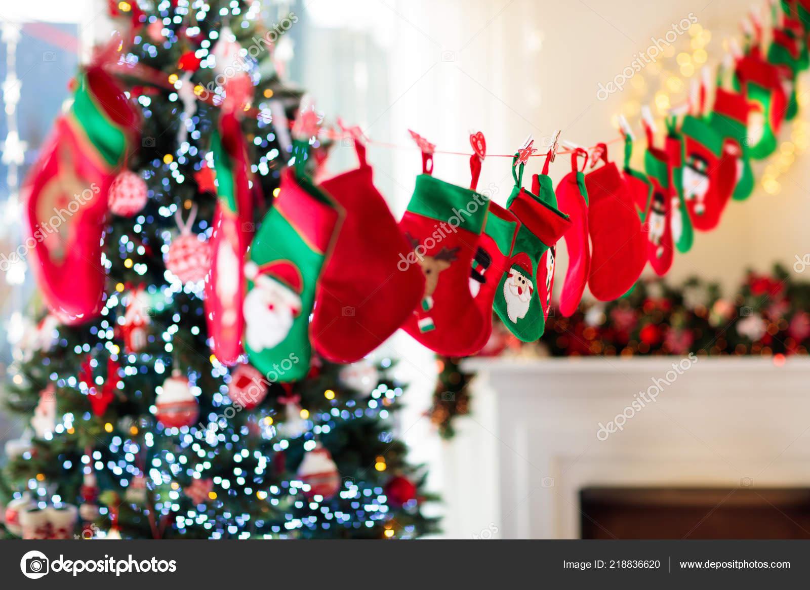 Weihnachtsgeschenke Grünen Und Roten Socken Süßigkeiten Und ...