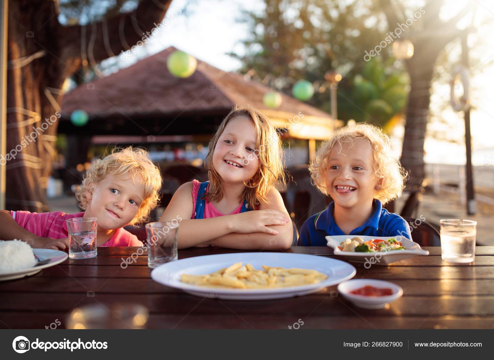 Kinder mittagessen