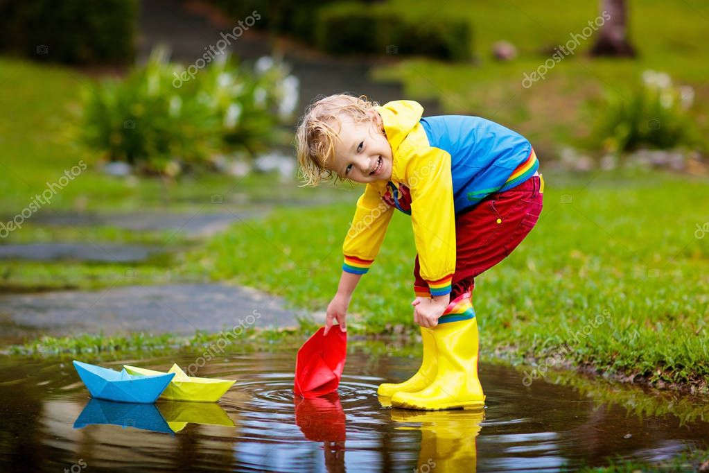 Children Playing In Water Stock Photos - Image: 19312243