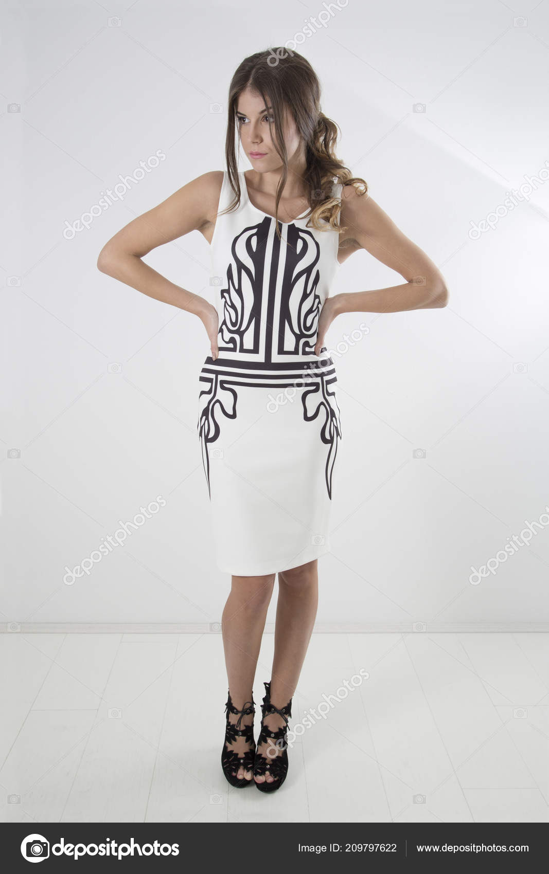 Vestido blanco y negro zapatos
