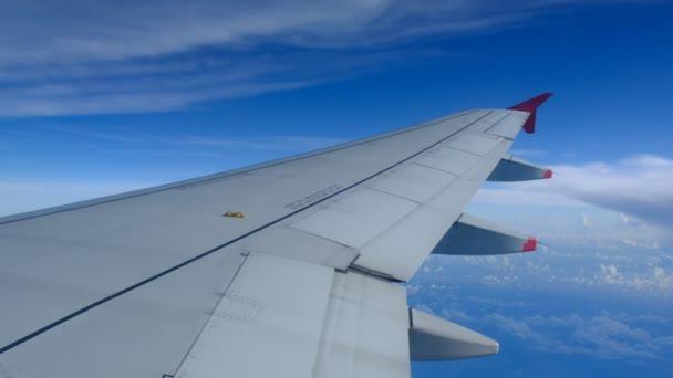 Motor cestující letadla když letadlo letící na obloze