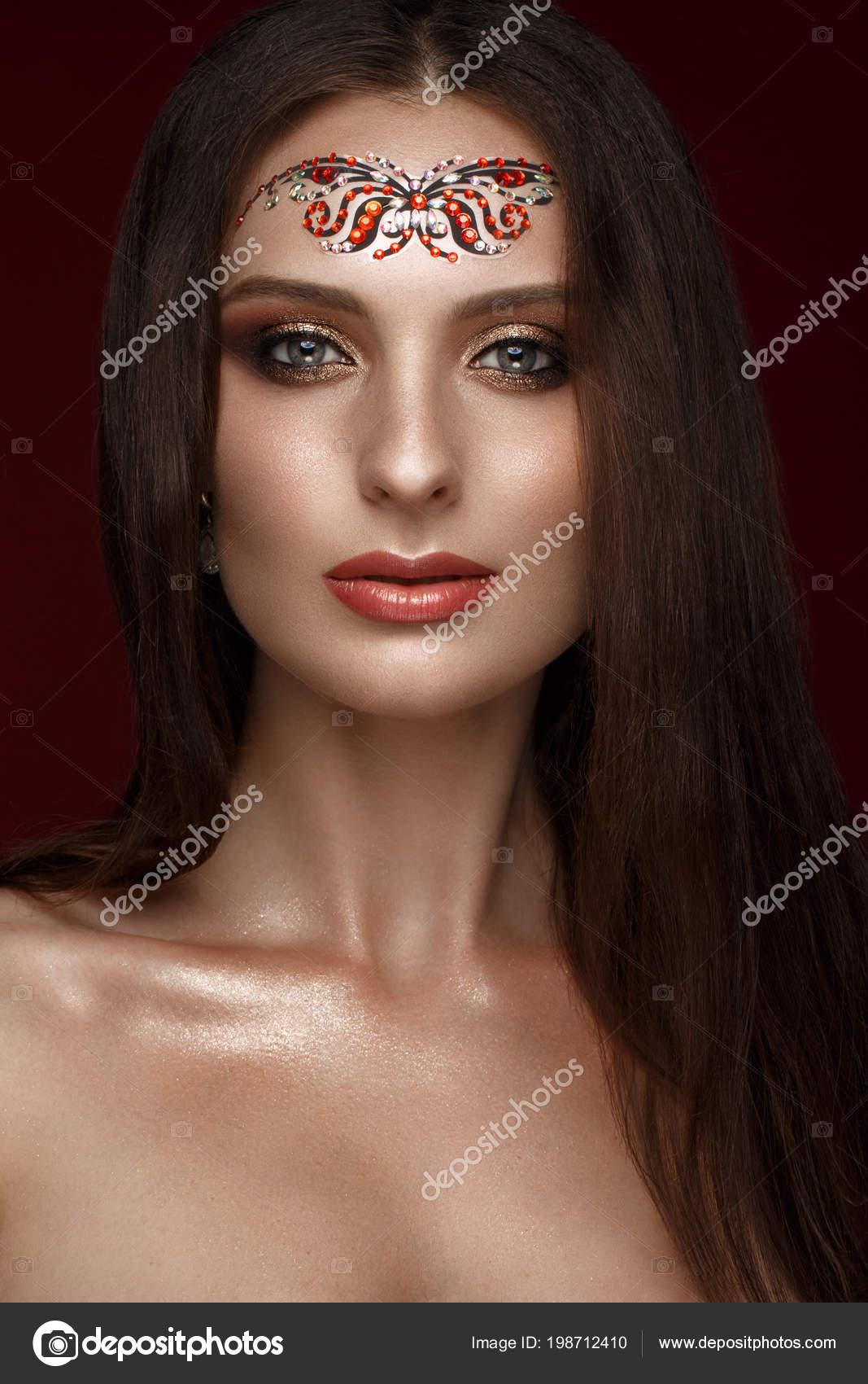 Schone Madchen Mit Kreativen Arabische Make Up Gerade Lange Haare