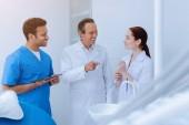 Stomatologo professionale ne ai suoi assistenti