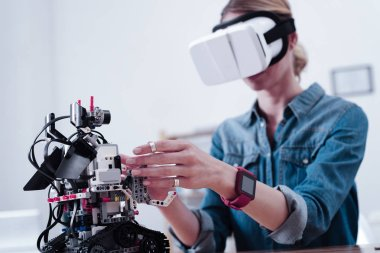 Selective focus of an innovative robot