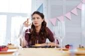 Fotografia Sensibilità pessimista alla festa di compleanno della donna