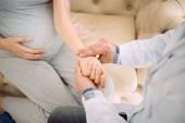 Fotografie Schöne schwangere Frau geben ihre Hand für die Pulskontrolle