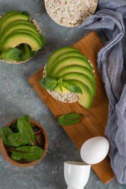 Crispy rice cakes with sliced avocado