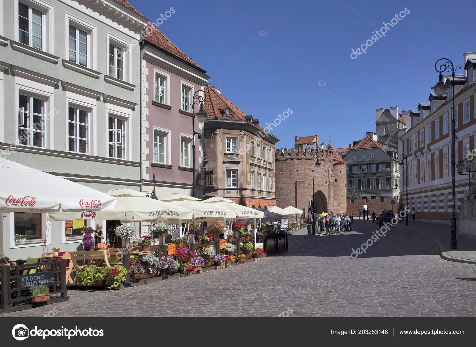 Restaurants In Huizen : Huurkazerne huizen en restaurants op de oude stad market place