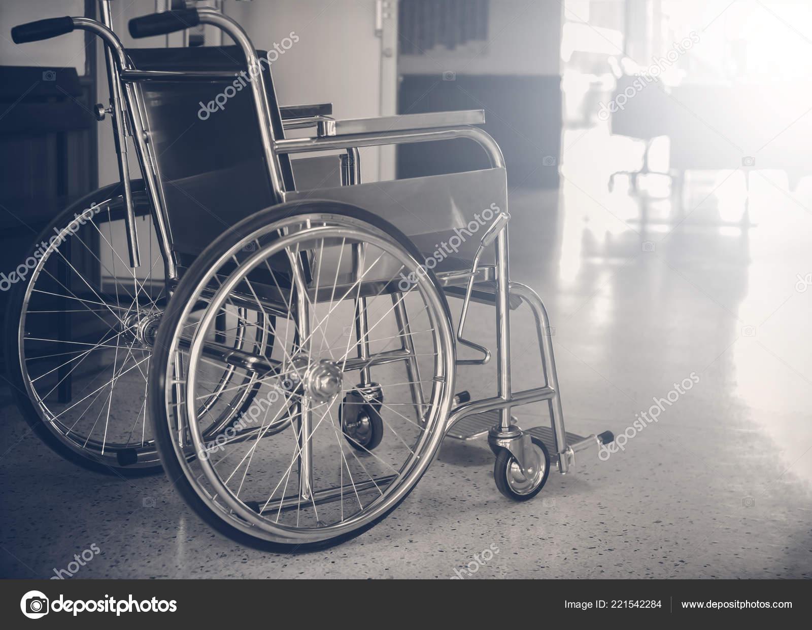 инвалидные коляски в больнице темные тона инвалидные