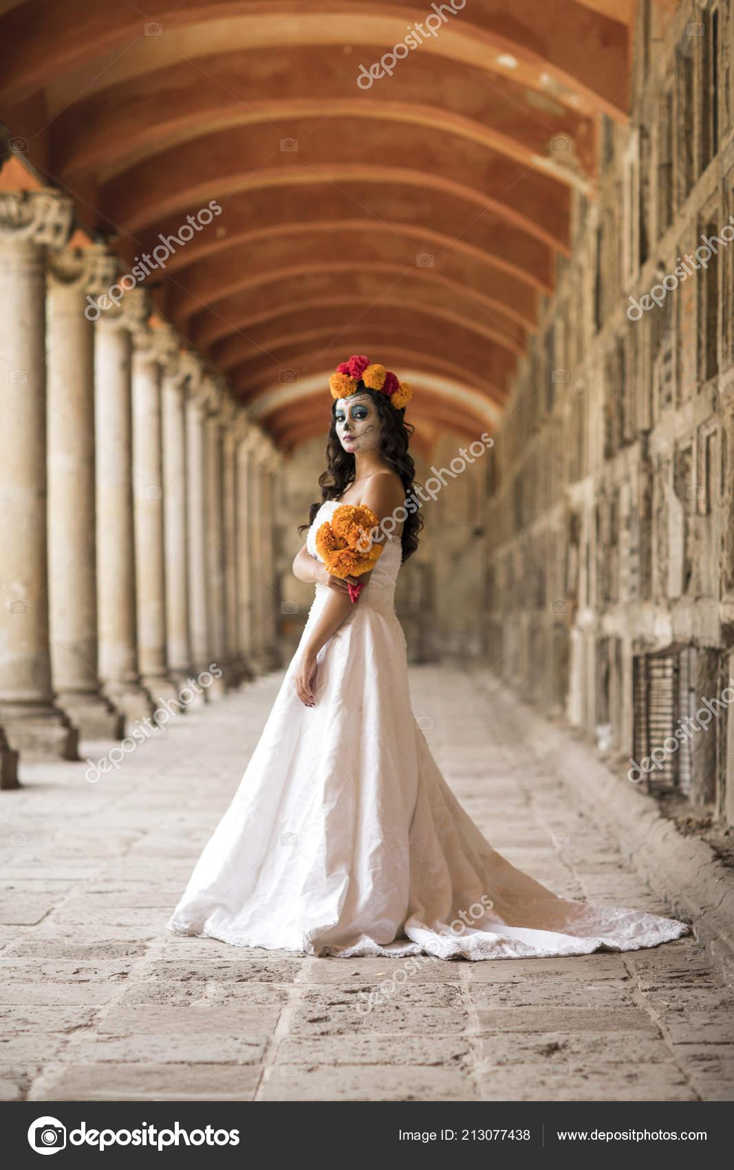 Imagenes de catrinas con vestido blanco