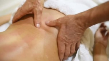 Видео массаж для спины девушка делает индивидуалки втузгородок