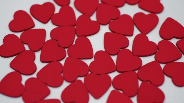 Spinning srdce na bílém podkladu, pojetí romantiky a lásky. Valentýn
