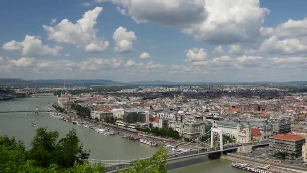 Időeltolódás a Dunától a budapesti Gellért-hegyről