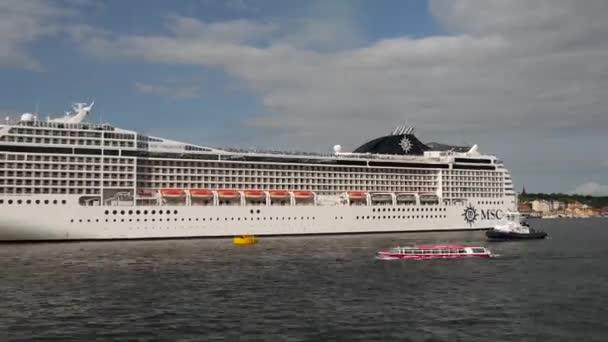 Zeitraffer von MSC-Kreuzfahrtschiff, das Stockholm Schweden verlässt
