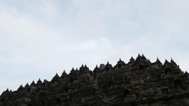 Időeltolódás a Borobudurtól egy 9. századi Mahayana buddhista templom Magelangban, Közép-Jáván, Indonéziában