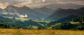 festői kilátást rét szlovák hegyek naplementekor