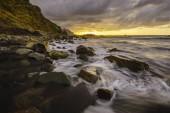 Západ slunce nad Atlantiku, divoké pláže Playa Benijo, Tenerife