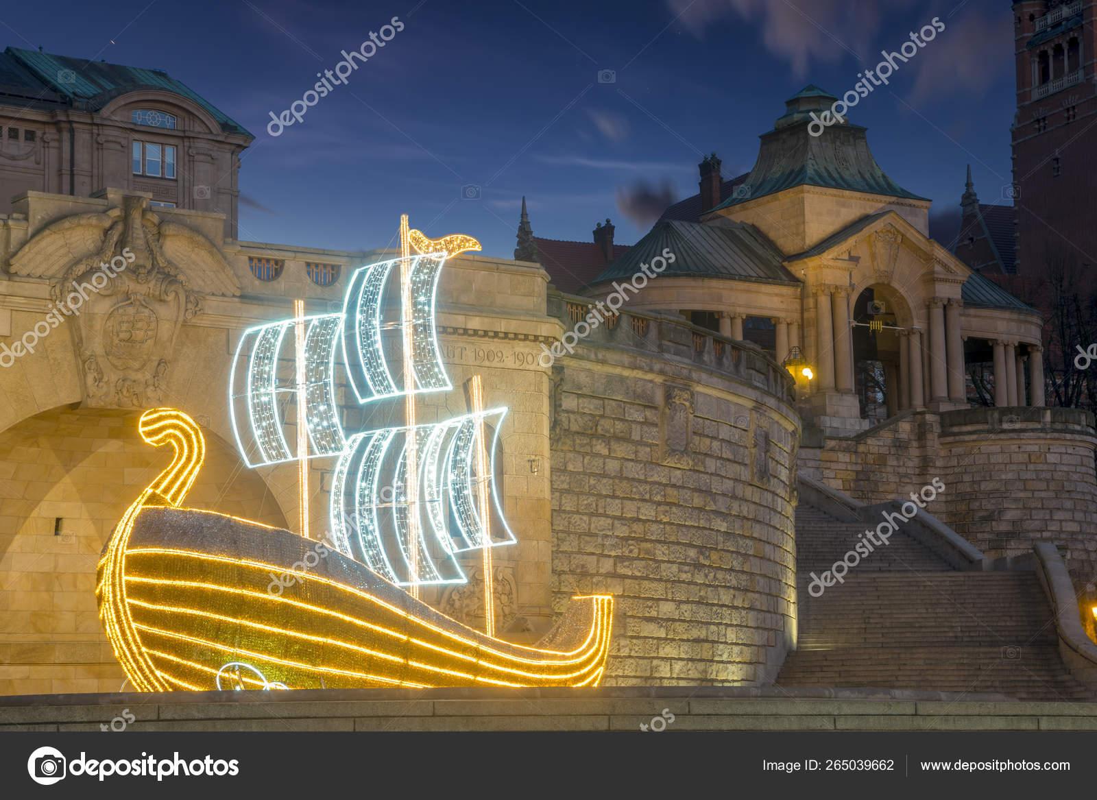 Terrazas Haken Decoradas Con Iluminaciones Navideñas Foto