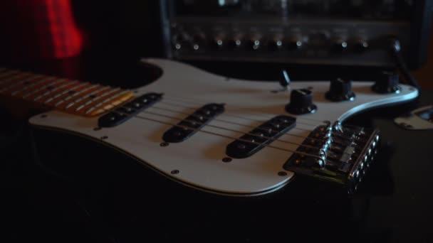 gitár és erősítő közelkép
