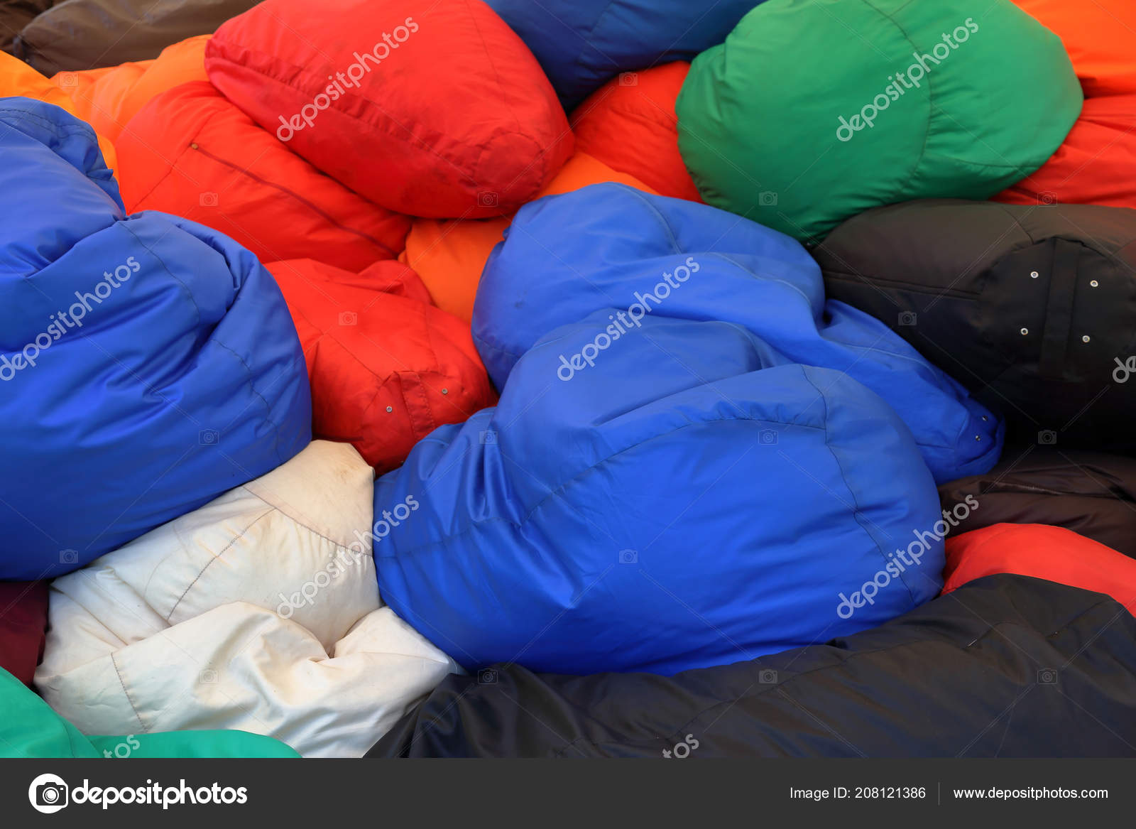 Chaotisch volle zachte multi gekleurde fauteuils tassen u2014 stockfoto