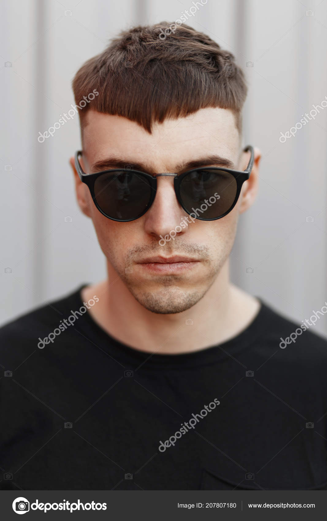 Retrato Moda Hombre Joven Modelo Con Peinado Gafas Sol Con Fotos