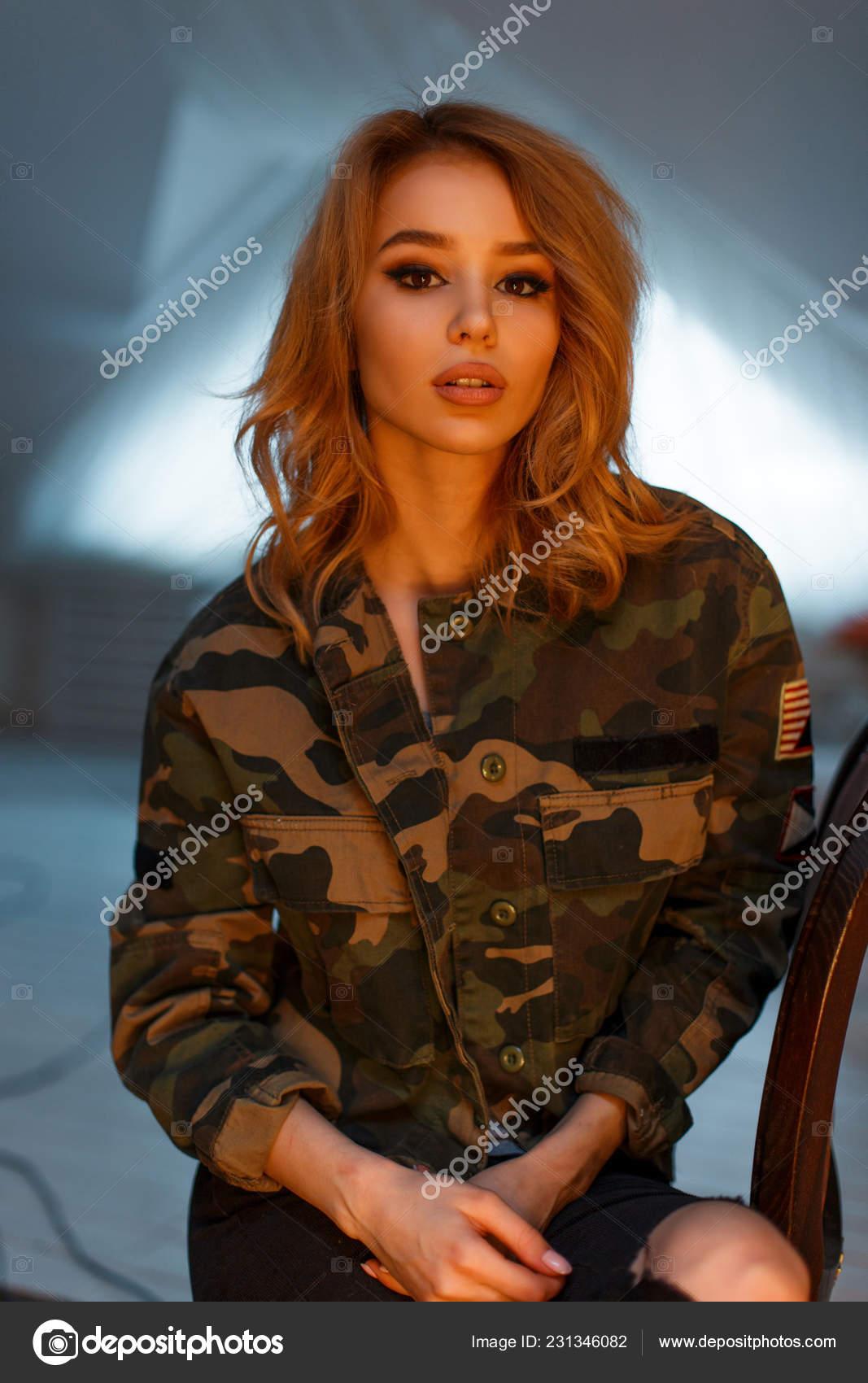 Una Con Maquillaje Joven Hermoso Atractiva Sexy Chaqueta Encantadora qWwtnX7Y