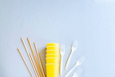 Eco-friendly disposable tableware. Paper cups, wooden container, biodegradable Cutlery, wooden skewers. The concept of zero waste. The view from the top. Copy space