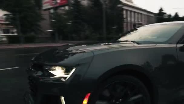 TOMSK, RUSKO - 2. června 2020: Chevrolet Camaro ZL1 Exorcist street drift