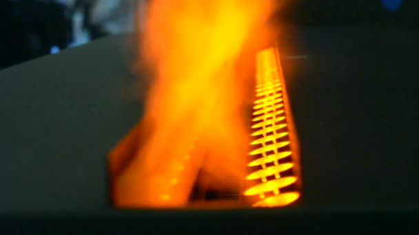Elektrické krby s integrovaný výparník převádí vodu na páru