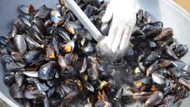 Zubereitung von Schwarzmeermuscheln