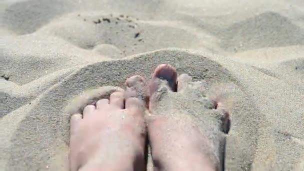 pohyb nohy v písku