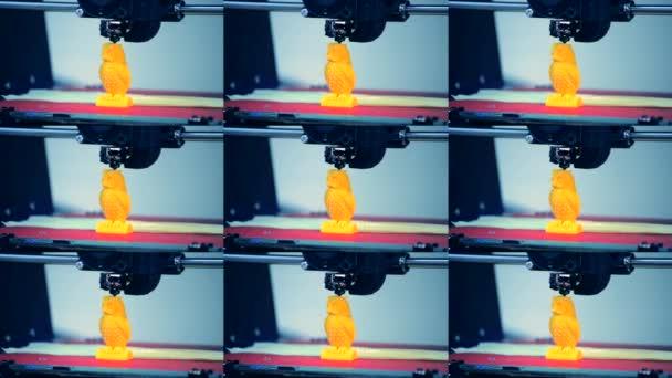 Automatická trojrozměrná 3D tiskárna provádí plasty.