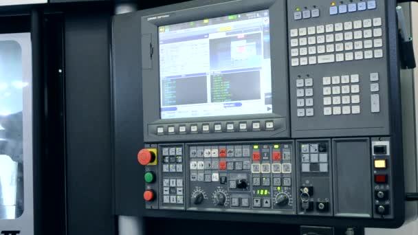 Práce ovládací panel průmyslové stroje v továrně detail