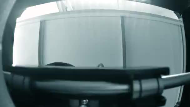 3D tiskárna pracuje uvnitř. Taveného depozice modelování, Fdm. 3d tiskárna tisk objektu z plastu. Automatické tří dimenzionální 3d tiskárna. Progresivní aditivační technologie pro 3d tisk