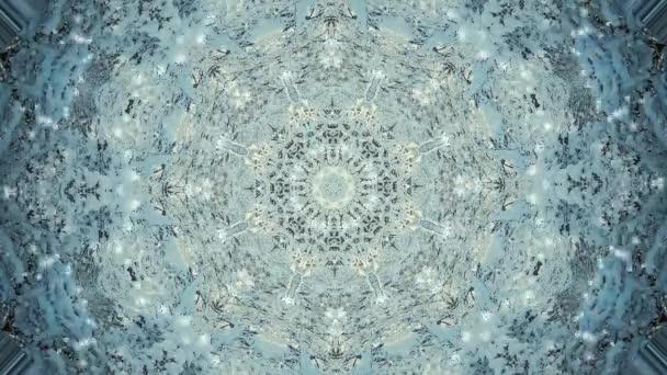 abstrakte Kaleidoskop-Bewegungshintergründe. Sequenz mehrfarbige Grafik Ornamente Muster. Blauweiß, weihnachtliche Spitzenmotive, Pailletten, fallender Schnee. nahtlose Schleife. Looping-Struktur-Hintergrund