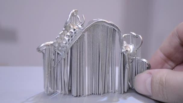 Moderní 3D tiskárna pro tisk z kovového prášku.
