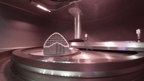 Objekt potištěný kovovým práškem na kovové 3D tiskárně, pracovní komora