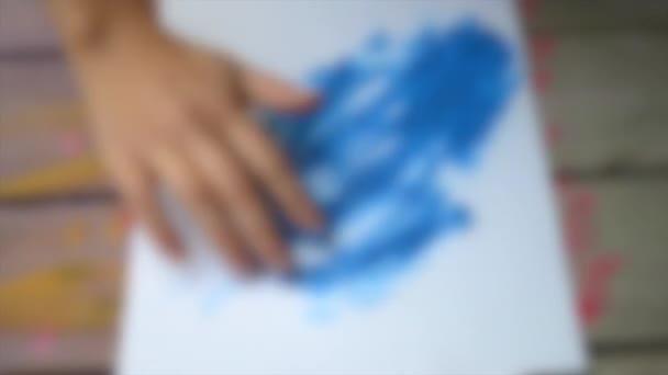 Unscharfer Hintergrund. Fingermalerei Gouache abstrakte Muster Nahaufnahme