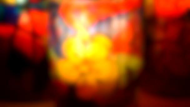 Homályos háttér. üveg festett festett festett üveg festékek gyertya belsejében