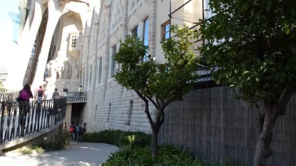 Templom Expiatori de la Sagrada Famlia. La Sagrada Familia - a lenyűgöző katedrális által tervezett Gaudi, amely épül 1882 óta, és még nem fejeződött be. Barcelona, Spanyolország.