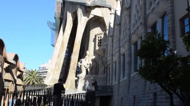 Tempel Expiatori de la Sagrada Famlia. La Sagrada Familia - die beeindruckende, von Gaudi entworfene Kathedrale, die seit 1882 gebaut wird und noch nicht fertig ist. Barcelona, Spanien.