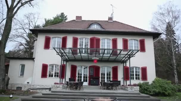 Schöne Villa Haus an der Küste in Deutschland, direkt am Meer