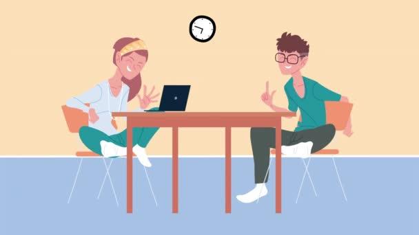 fiatal pár kommunikál laptop a táblázatban
