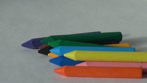 zöld színű. viasz zsírkréta. pasztell festés. gyermekek kreativitás művész működik
