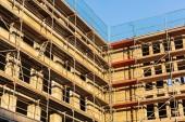 Fotografia Foto di un edificio cantiere con ponteggi