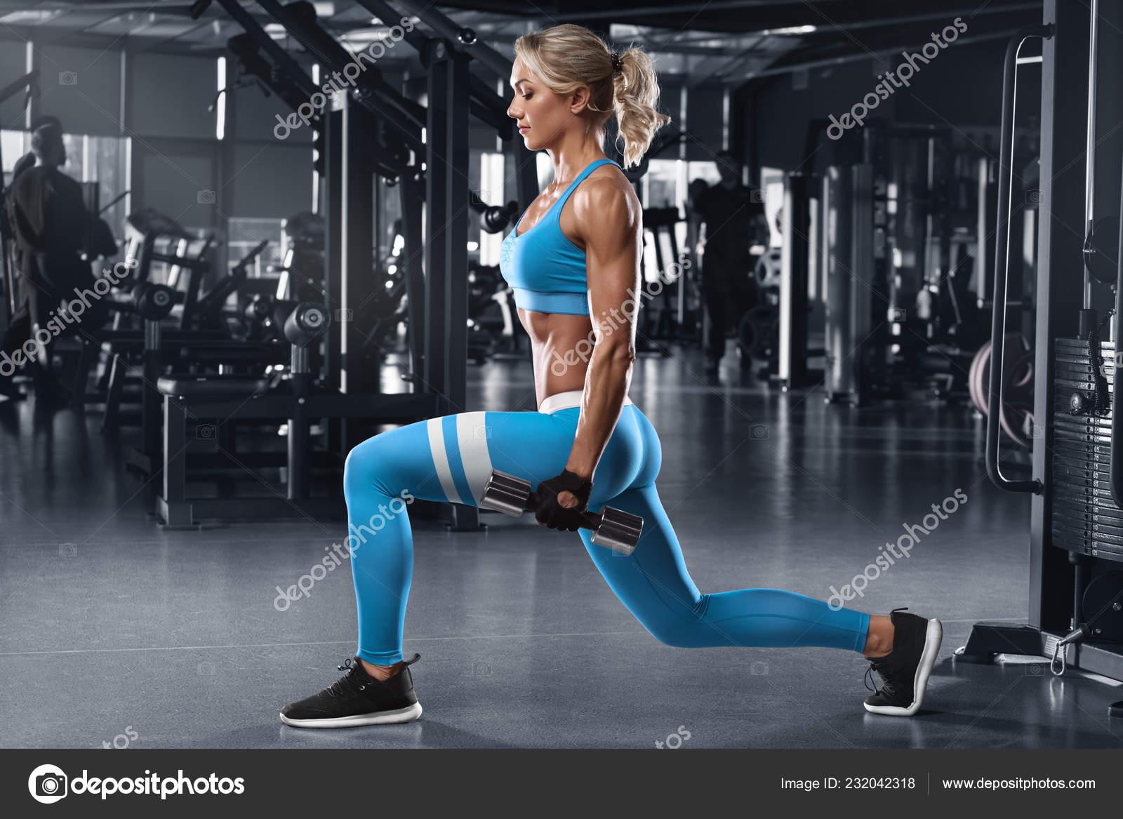 ejercicios piernas gimnasio mujer